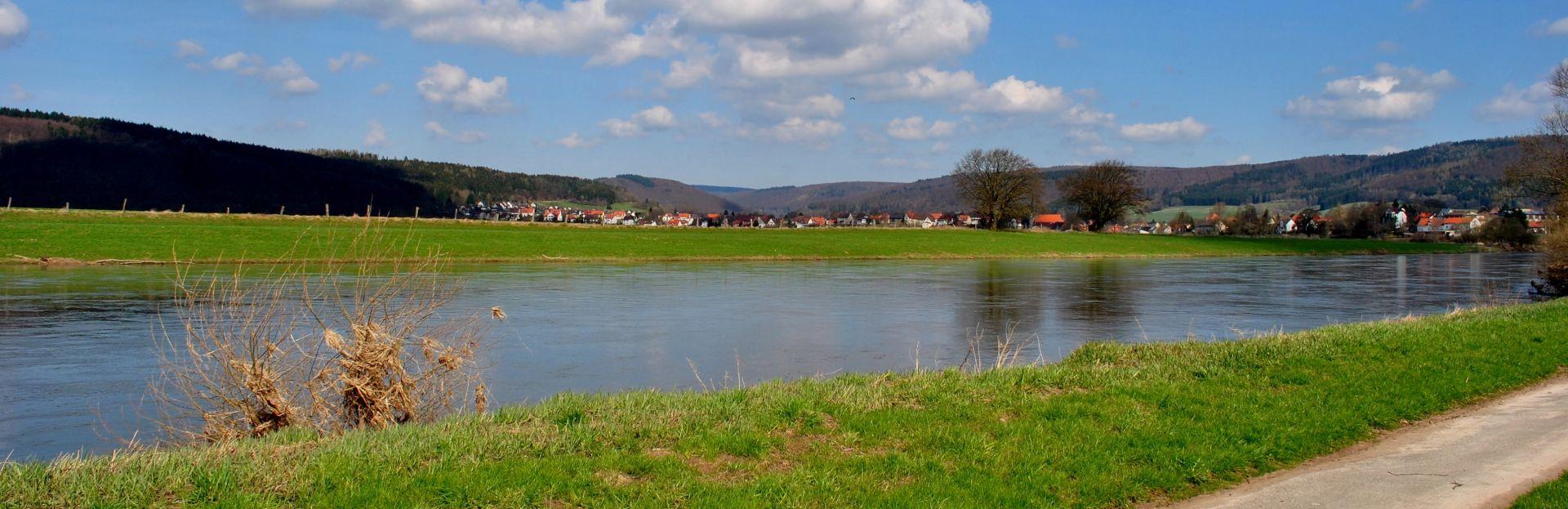 Weserblick bei Lippoldsberg. Fotografin: Tabea Melching, Uslar - Teilnehmerin des Fotowettbewerbs zum 125-jährigen Geburtstag des Landkreises Northeim.
